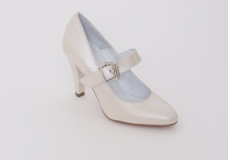 Bridal Shoe with Front Strap